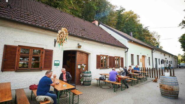 Servus Österreich: von Buschenschanken, Bretteljausen und dem Heurigen